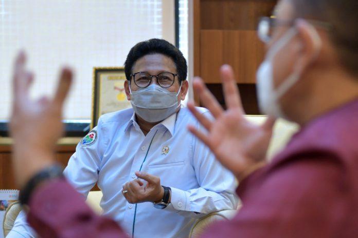 Menteri Desa PDTT RI, Abdul Halim Iskandar saat menerima kunjungan Dekan FKUI, Ari Fahrial Syam di Jakarta, Indonesia. Foto : Kemendesa PDTT RI