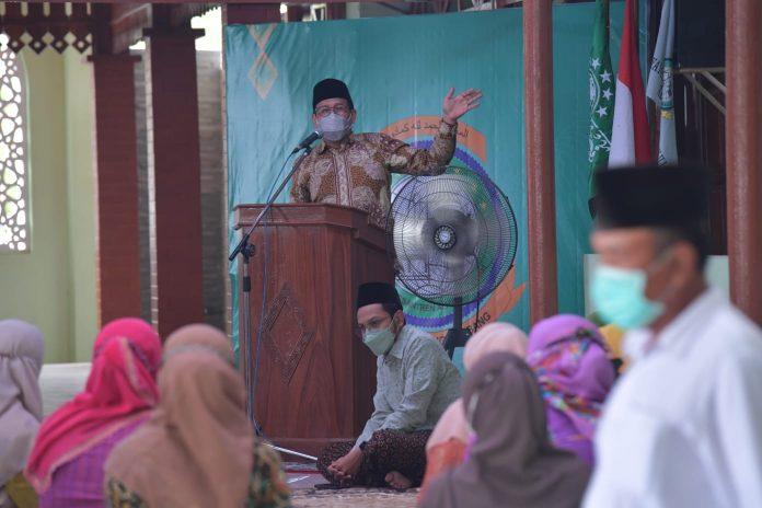 Menteri Desa PDTT RI, Abdul Halim Iskandar dalam kunjungan kerja ke Pondok Pesantren Alhamdulillah, Rembang, Jawa Tengah, Indonesia. Foto : Kemendesa PDTT RI