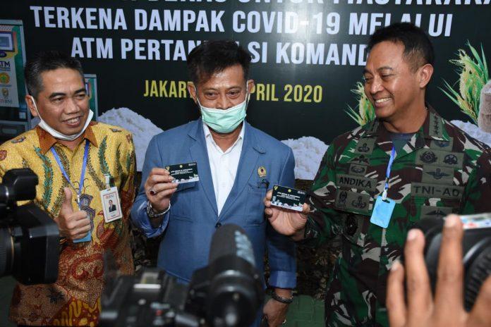 Menteri Pertanian, Syahrul Yasin Limpo dan KSAD TNI, Andika Perkasa dalam Peluncuran Program Bantuan ATM Beras