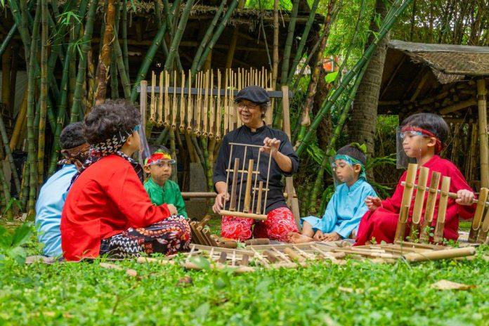 alat musik tradisional asli Indonesia, Angklung