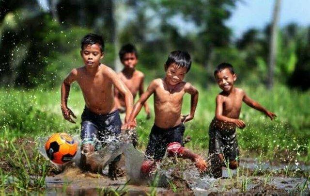 Anak Desa Bermain Bola