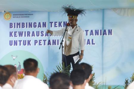 Menteri Pertanian RI, saat Pelatihan Kewirausahaan Petani Milenial, Kota Jayapura, Provinsi Papua, Indonesia